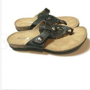 FINAL SALE Earth Origins  6 Flip Flops Sandals